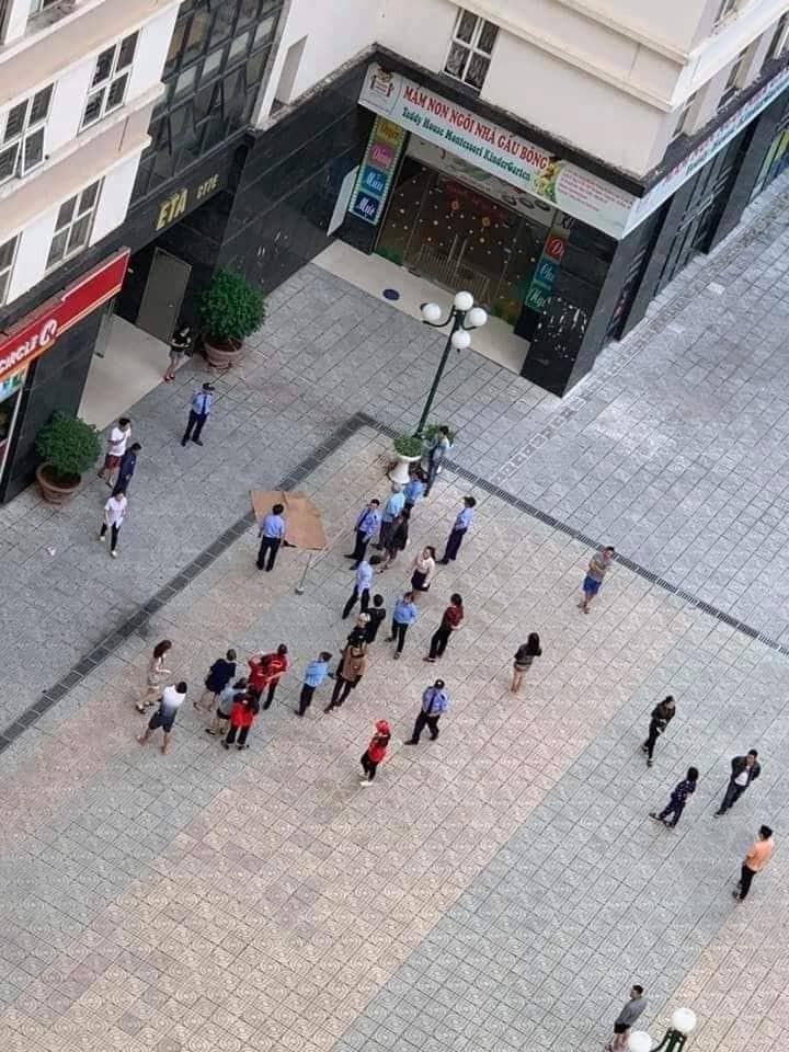 Hà Nội : Cụ bà 60 tuổi, rơi từ tầng cao chung cư Dương Nội xuống đất tử vong - Hình 1