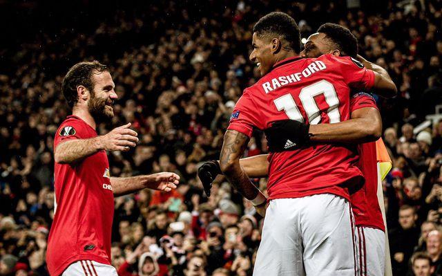 Hàng công thăng hoa, Man Utd giành vé đi tiếp sớm - Hình 1