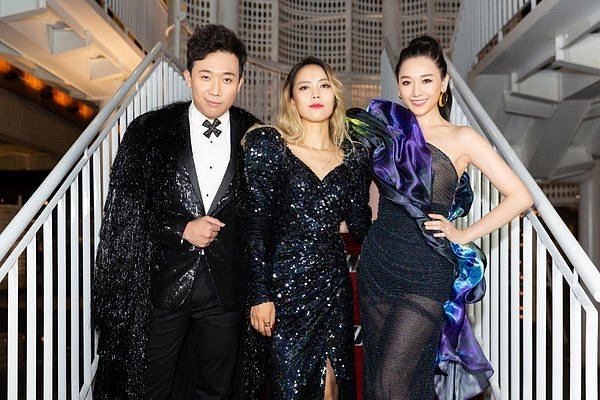 Hari Won - Trấn Thành cùng dàn nghệ sĩ Việt trở thành khách mời đặc biệt trong liveshow của Diva So Hyang tại Việt Nam - Hình 1