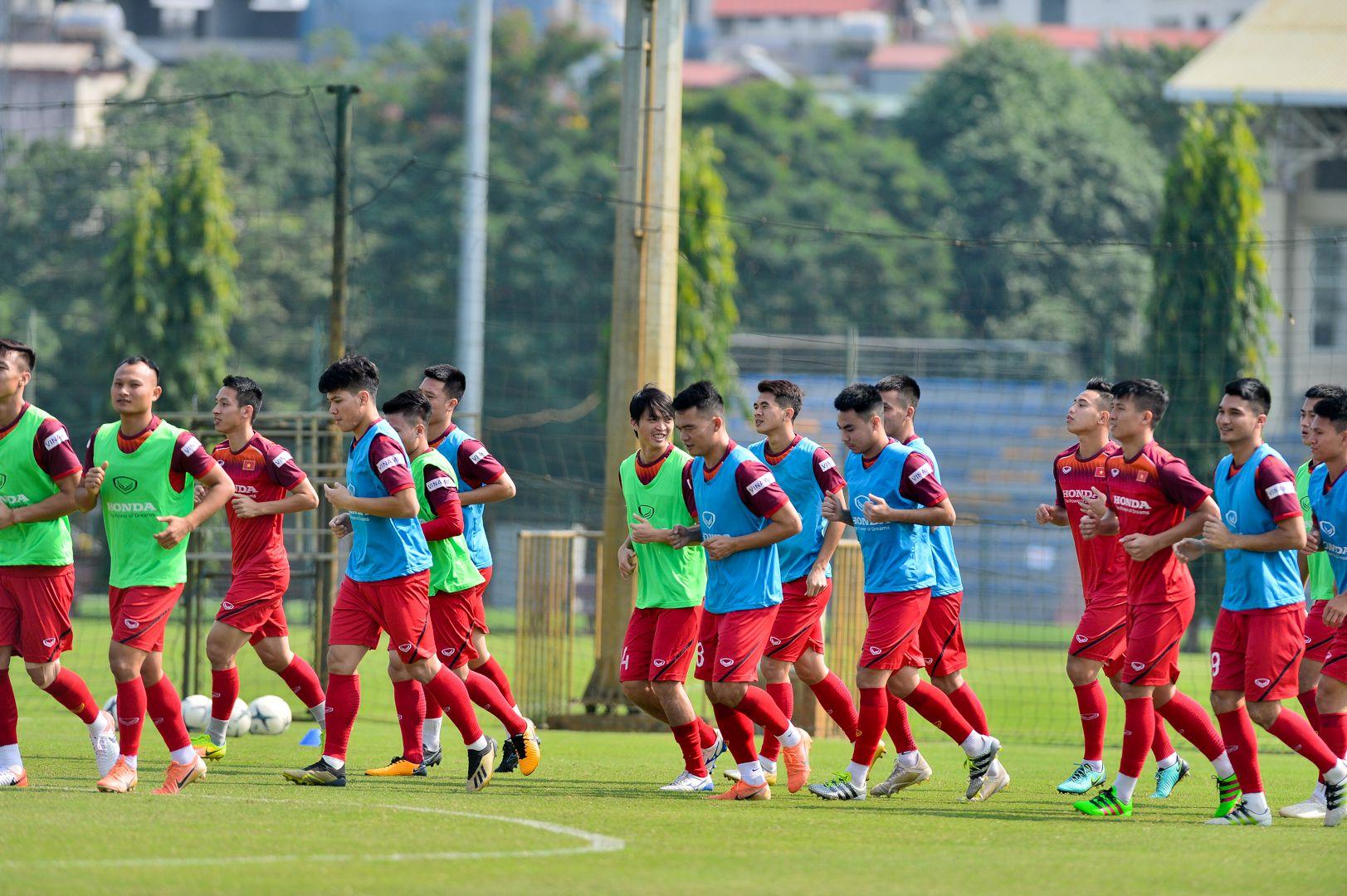 HLV Park Hang Seoxem giò tiền đạo Hà Minh Tuấn - Hình 2