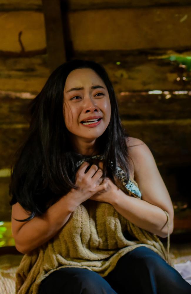 Hot girl vũ trụ VTV lộ cảnh giường chiếu, đáng chú ý hơn là màn tự sát đẫm nước mắt trong phim mới - Hình 2