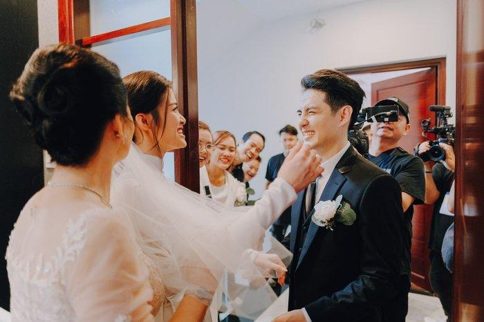 Khoảnh khắc xúc động: Mỹ Tâm gửi hoa chúc mừng đám cưới, Đông Nhi bẽn lẽn chờ chú rể Ông Cao Thắng đến rước dâu - Hình 8