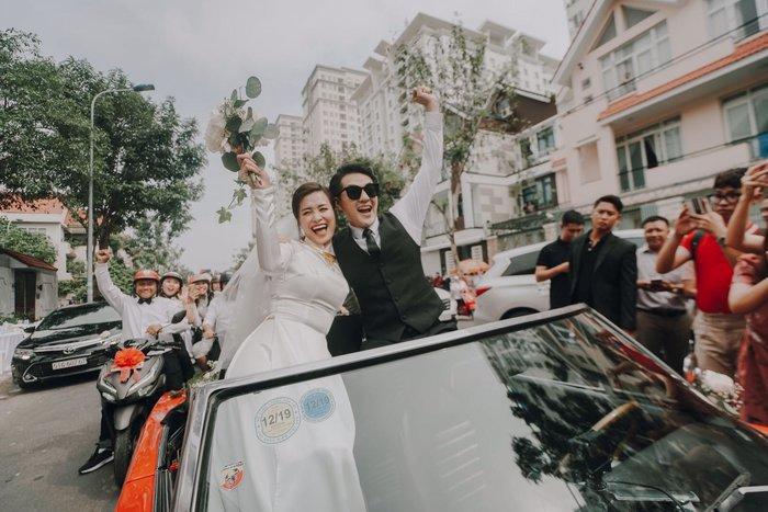 Khoảnh khắc xúc động: Mỹ Tâm gửi hoa chúc mừng đám cưới, Đông Nhi bẽn lẽn chờ chú rể Ông Cao Thắng đến rước dâu - Hình 2