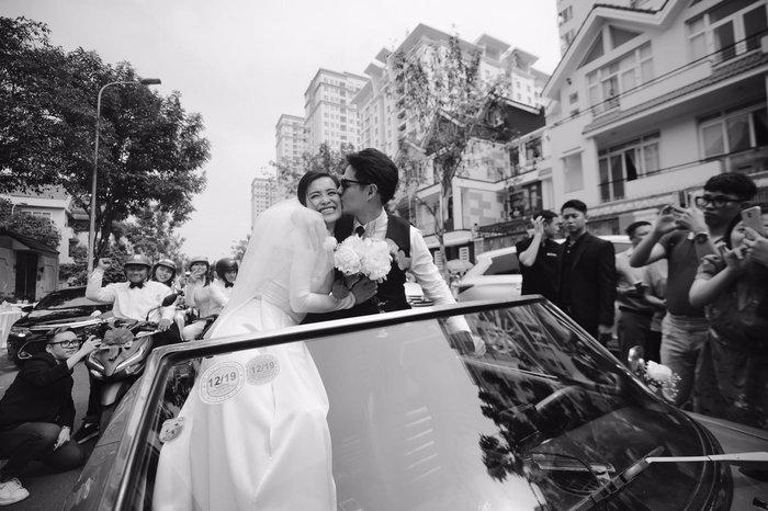 Khoảnh khắc xúc động: Mỹ Tâm gửi hoa chúc mừng đám cưới, Đông Nhi bẽn lẽn chờ chú rể Ông Cao Thắng đến rước dâu - Hình 15