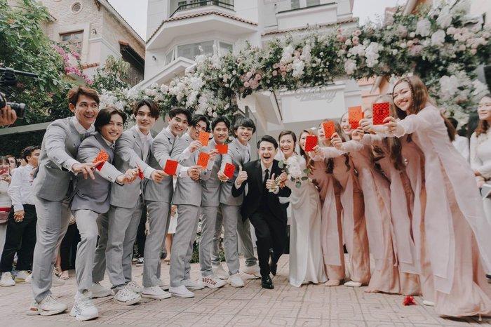 Khoảnh khắc xúc động: Mỹ Tâm gửi hoa chúc mừng đám cưới, Đông Nhi bẽn lẽn chờ chú rể Ông Cao Thắng đến rước dâu - Hình 10