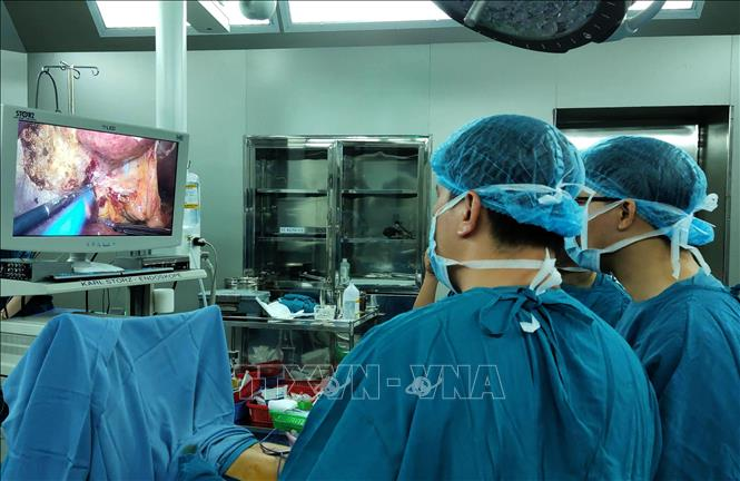 Lần đầu ngành Y miền Trung nội soi cắt gan cho bệnh nhân ung thư - Hình 1