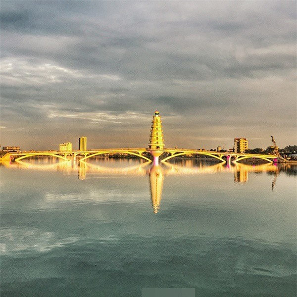 Muốn có ảnh chất, giới trẻ tìm ngay đến cầu đi bộ tại Phú Thọ - Hình 1