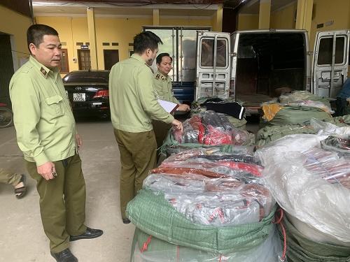 Nhập lậu lượng lớn túi xách giả da do Trung Quốc sản xuất - Hình 1