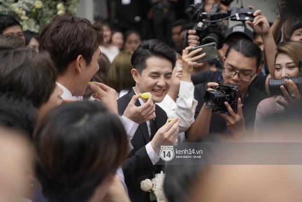 Ông Cao Thắng bị ép ăn chanh sao tréo ngoe bằng các màn rước dâu đình đám: Ai đời lại ship lộn cô dâu? - Hình 1