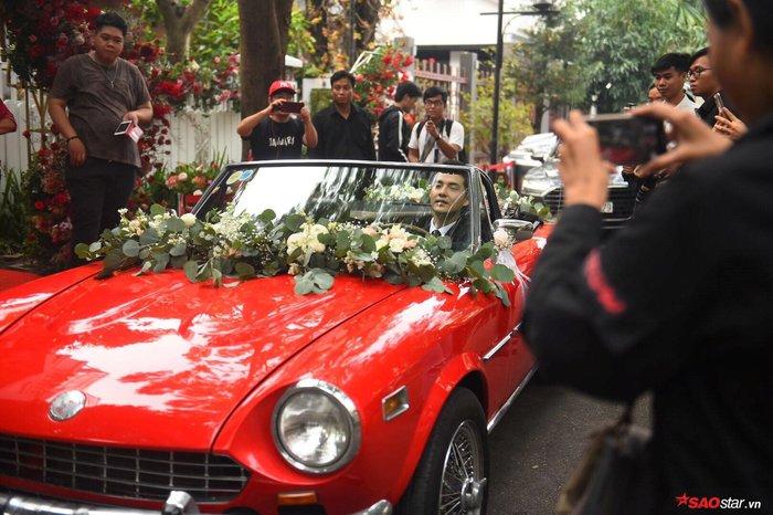 Chú rể Ông Cao Thắng lái siêu xe sang nhà gái để đón cô dâu Đông Nhi