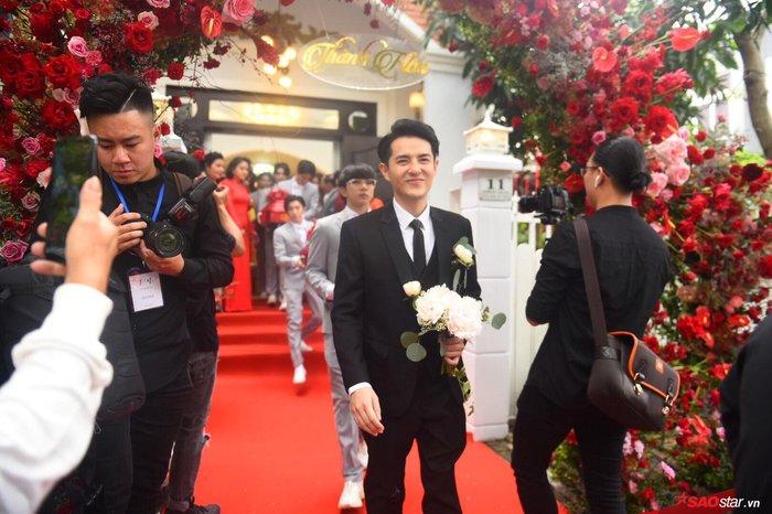 Ông Cao Thắng lái siêu xe từng xuất hiện trong MV Ta là của nhau sang nhà gái rước cô dâu Đông Nhi - Hình 2