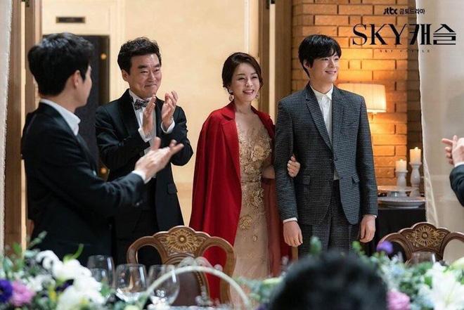 SKY Castle đè bẹp loạt bom tấn ở khảo sát phim Hàn hay nhất 2019, Bản Chất Lãng Mạn hạng cao bất ngờ - Hình 1