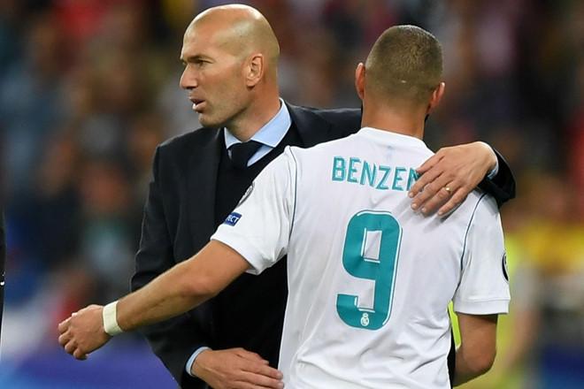Tin HOT bóng đá sáng 8/11: HLV Zidane ví Benzema với Ronaldo - Hình 1