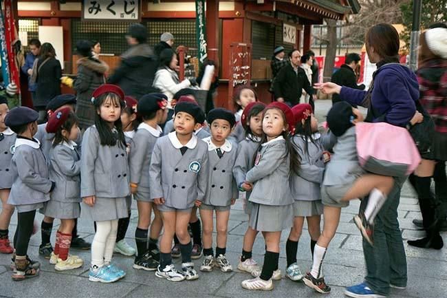 Các kiểu đồng phục học sinh độc lạ nhất thế giới - Hình 1