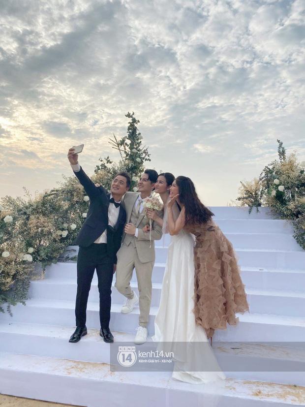 Cập nhật: 200 sao Việt xúng xính váy áo dự đám cưới đẹp như mơ của Đông Nhi - Ông Cao Thắng - Hình 1
