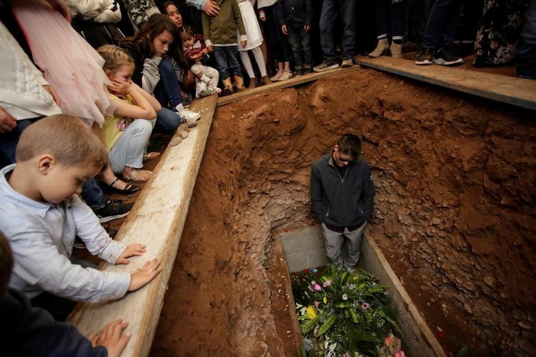 Cộng đồng Mormon tan nát cõi lòng sau vụ tàn sát 9 phụ nữ và trẻ em - Hình 1