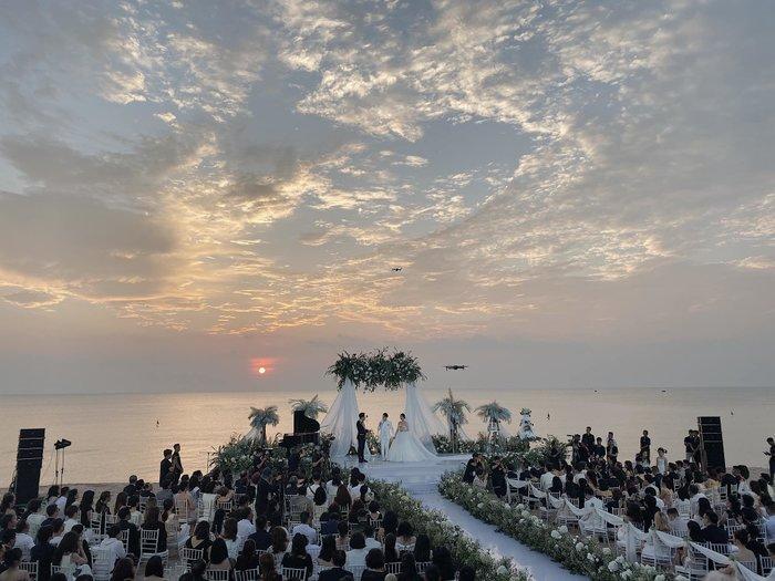 Điều kỳ diệu trong đám cưới Đông Nhi - Ông Cao Thắng: Đám mây cũng hóa hình trái tim để chúc phúc - Hình 1