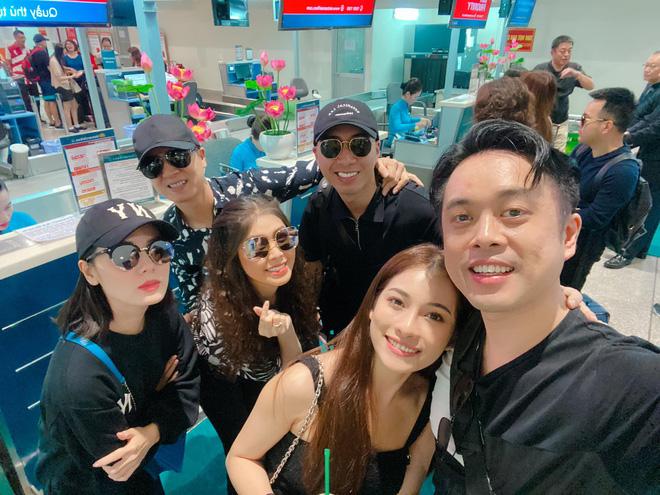 Đọ 'style sân bay' của dàn sao Việt trên đường đến Phú Quốc dự đám cưới của Đông Nhi - Ông Cao Thắng - Hình 2