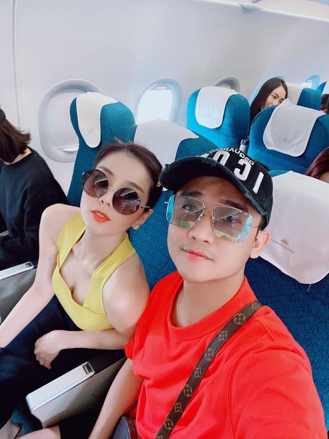Đọ 'style sân bay' của dàn sao Việt trên đường đến Phú Quốc dự đám cưới của Đông Nhi - Ông Cao Thắng - Hình 4