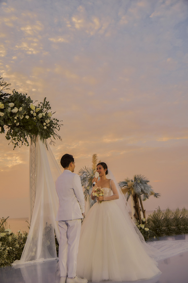 Đông Nhi ra mà xem trọn vẹn khoảnh khắc căng đét trong đám cưới của Mai Hồng Ngọc và Ông Cao Thắng này! - Hình 2
