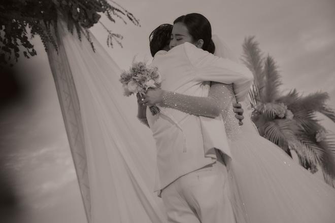 Đông Nhi ra mà xem trọn vẹn khoảnh khắc căng đét trong đám cưới của Mai Hồng Ngọc và Ông Cao Thắng này! - Hình 1