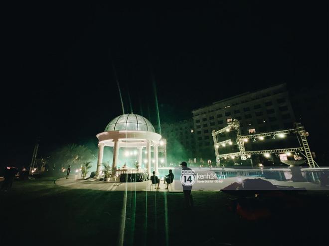 Đột nhập địa điểm diễn ra lễ cưới của Đông Nhi - Ông Cao Thắng: Hoa phủ kín, ánh sáng lên tạo không gian cổ tích giữa biển - Hình 4