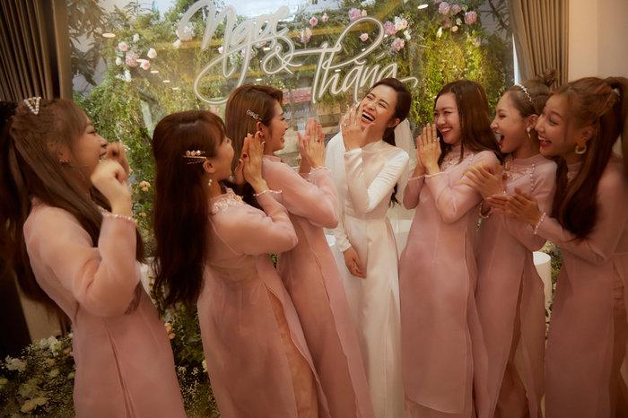 Gia đình Đông Nhi - Ông Cao Thắng: LipB - Han Sara đẹp không kém cô dâu, Toki tái ngộ UNI5, Song Luân chuẩn soái ca - Hình 2