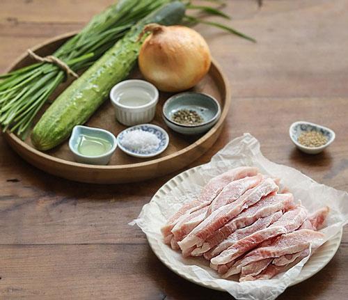 Học người Hàn làm món thịt trộn siêu tốc, cả nhà ăn khen không hết lời - Hình 1