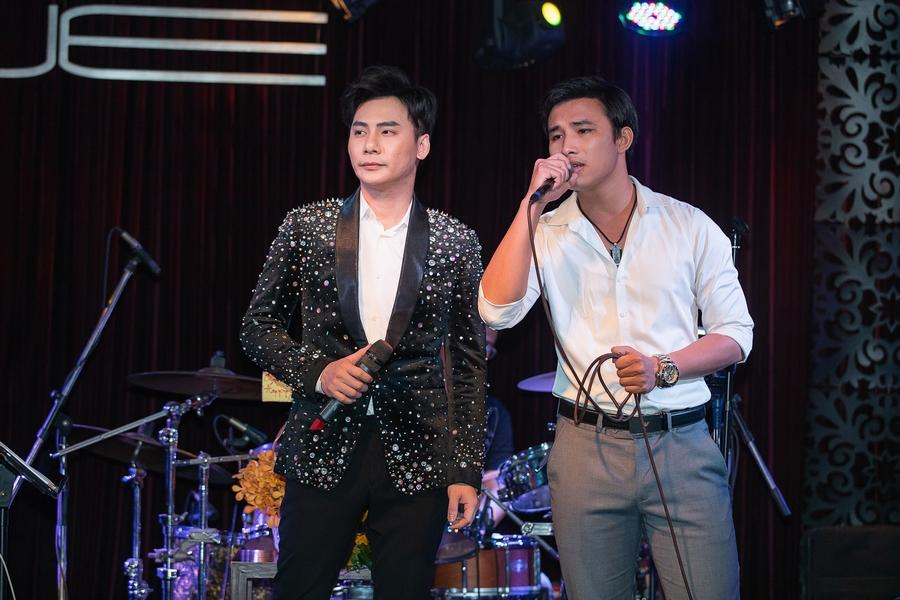 Thanh Duy tháp tùng Kha Ly đến hát trong liveshow Ngọc Châu, vợ chồng song ca cực ngọt - Hình 11