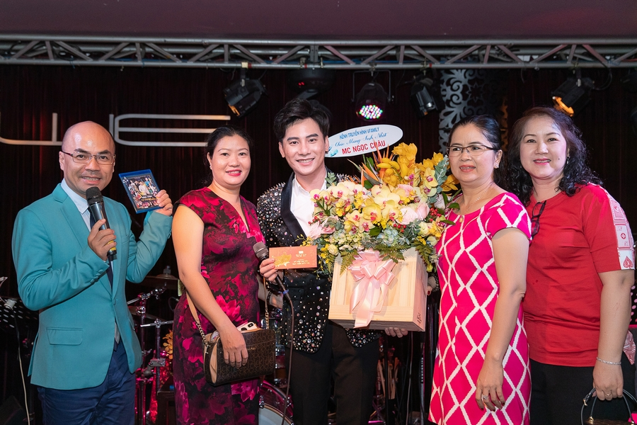 Thanh Duy tháp tùng Kha Ly đến hát trong liveshow Ngọc Châu, vợ chồng song ca cực ngọt - Hình 7