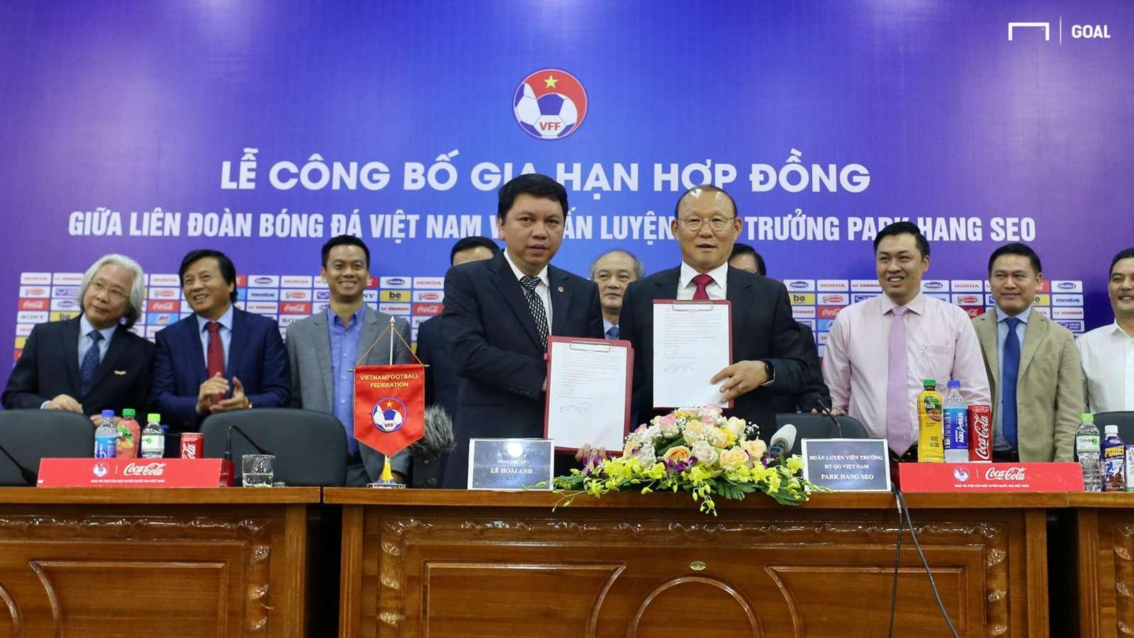Thu nhập ngoài lương của HLV Park Hang-seo ở hợp đồng mới với VFF - Hình 1