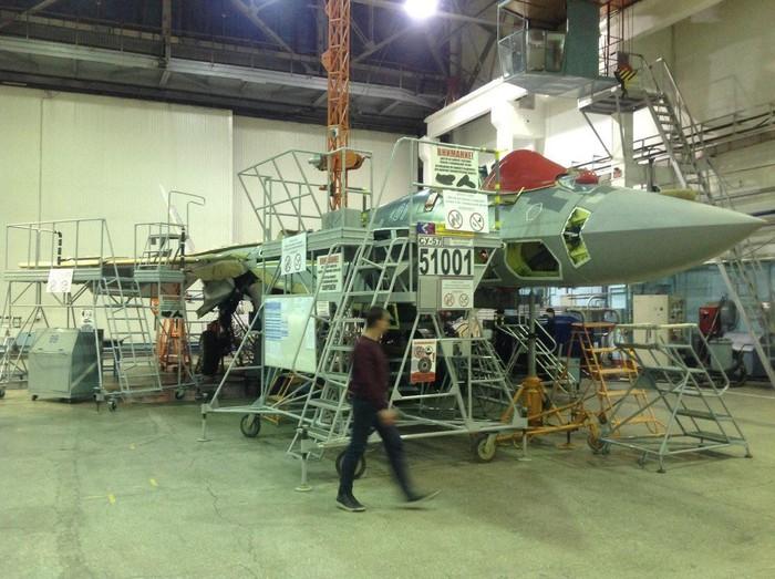 Tiêm kích Su-57 đầu tiên chuẩn bị gia nhập biên chế Không quân Nga - Hình 1