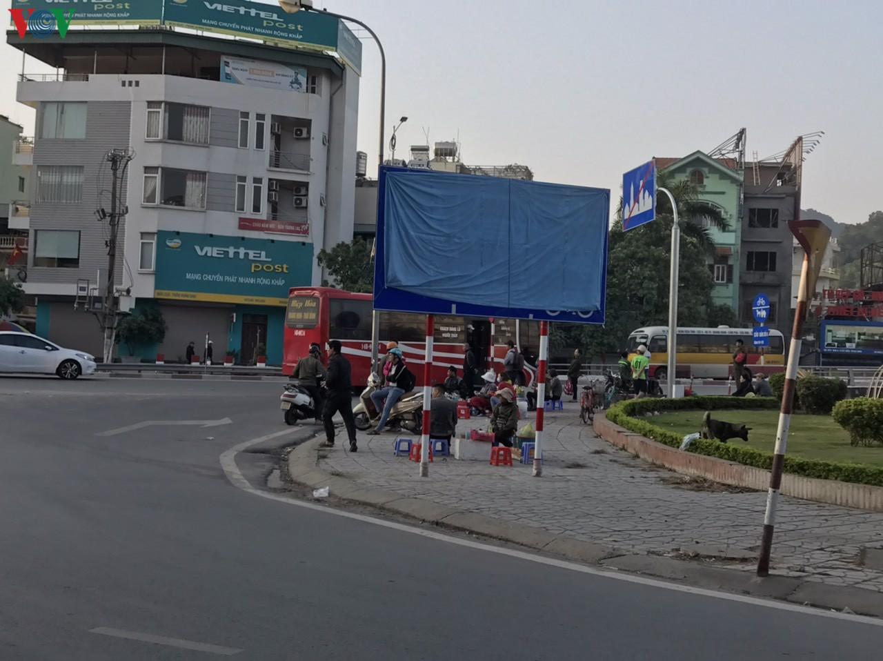 Tràn lan xe dù, bến cóc tại thành phố Hạ Long - Hình 1