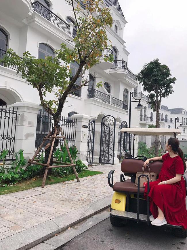 Vừa rao bán nhà 2x tỷ ở Hà Nội lại cho thuê căn hộ chính chủ vị trí đắc địa ở Đà Nẵng, hot mom Hằng Túi giàu đến mức nào? - Hình 2
