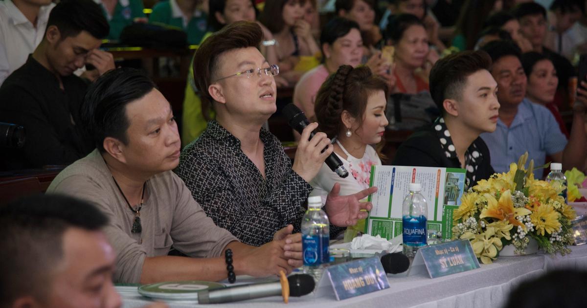 Nhạc sĩ, ca sĩ Sỹ Luân làm Trưởng ban giám khảo Việt Nam Idol của sinh viên ĐH Kinh tế - Kỹ thuật Bình Dương - Hình 9
