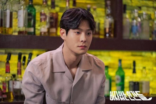 Review Love With Flaws: Đủ chiêu trò từ hội mỹ nam át vía Ahn Jae Hyun tới châm ngôn trai đẹp thì đểu, trai xấu thì tốt - Hình 3
