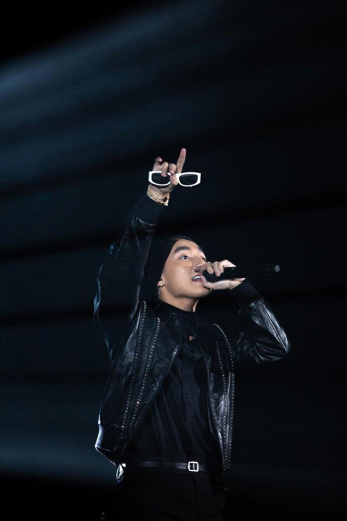 Sao Vpop chọn sân khấu debut đặc biệt thế này, single mới không thành hit cũng uổng - Hình 2