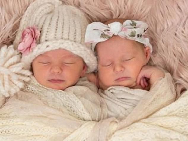 Cặp chị em song sinh 6 tuần tuổi tử vong khi ngủ cùng giường với mẹ - Hình 1
