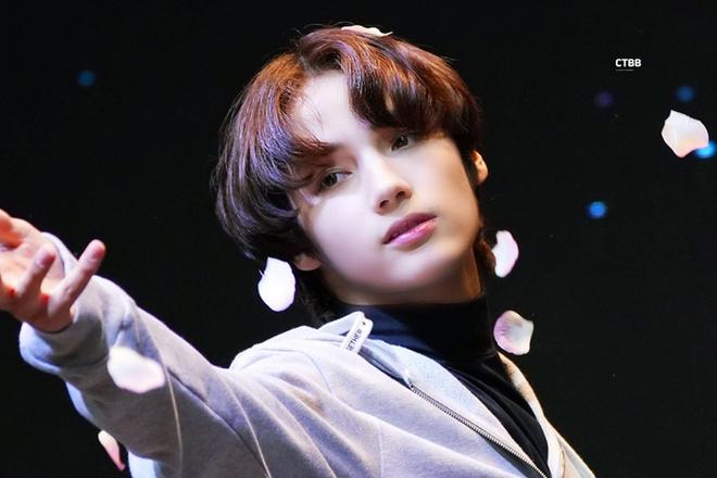 Hoàng tử lai 17 tuổi đang được săn đón của Kpop - Hình 1