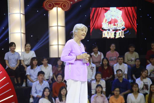 Thánh chửi U80 bất ngờ được Trấn Thành, Trường Giang đặc cách mời vào Gala Thách thức danh hài - Hình 1