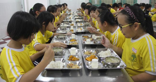 TPHCM: Công khai chất lượng bữa ăn bán trú - Hình 1