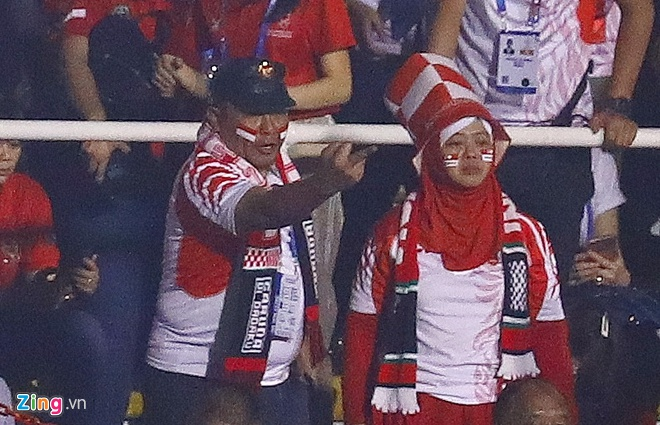 CĐV Indonesia có hành động xúc phạm HLV Park - Hình 1