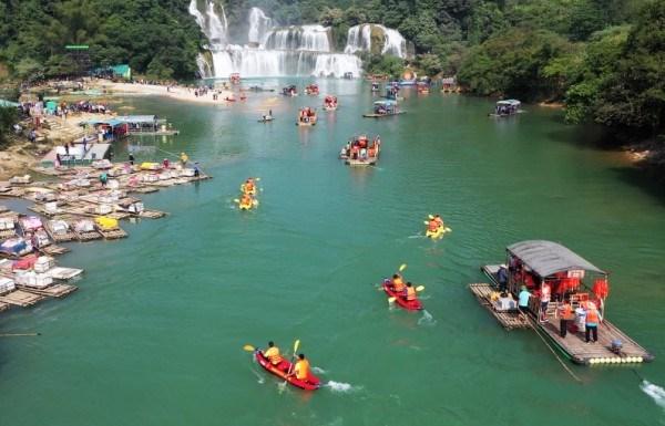 Chèo xuồng Kayak trên sông Quây Sơn - Hình 1