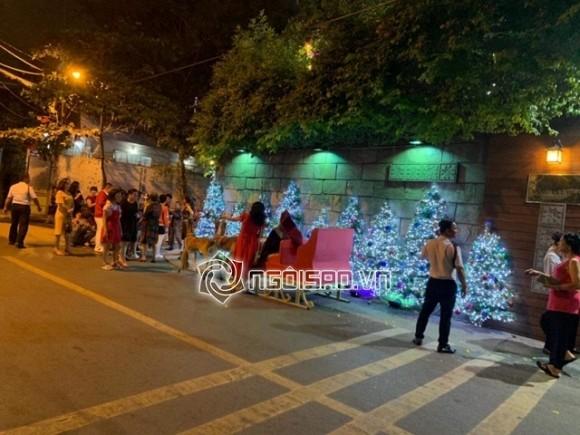 Fan lẫn người dân xếp hàng hơn 1 tiếng chỉ để tham quan nhà Đàm Vĩnh Hưng trang trí ngày Giáng sinh - Hình 1