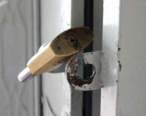 Phá khóa cửa hàng khoắng tài sản rồi đem đến nhà người yêu cất giấu - Hình 1