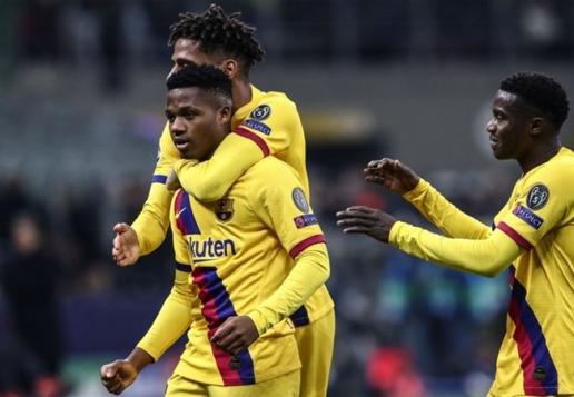 Thần đồng Barca ghi danh vào sách sử Champions League - Hình 1