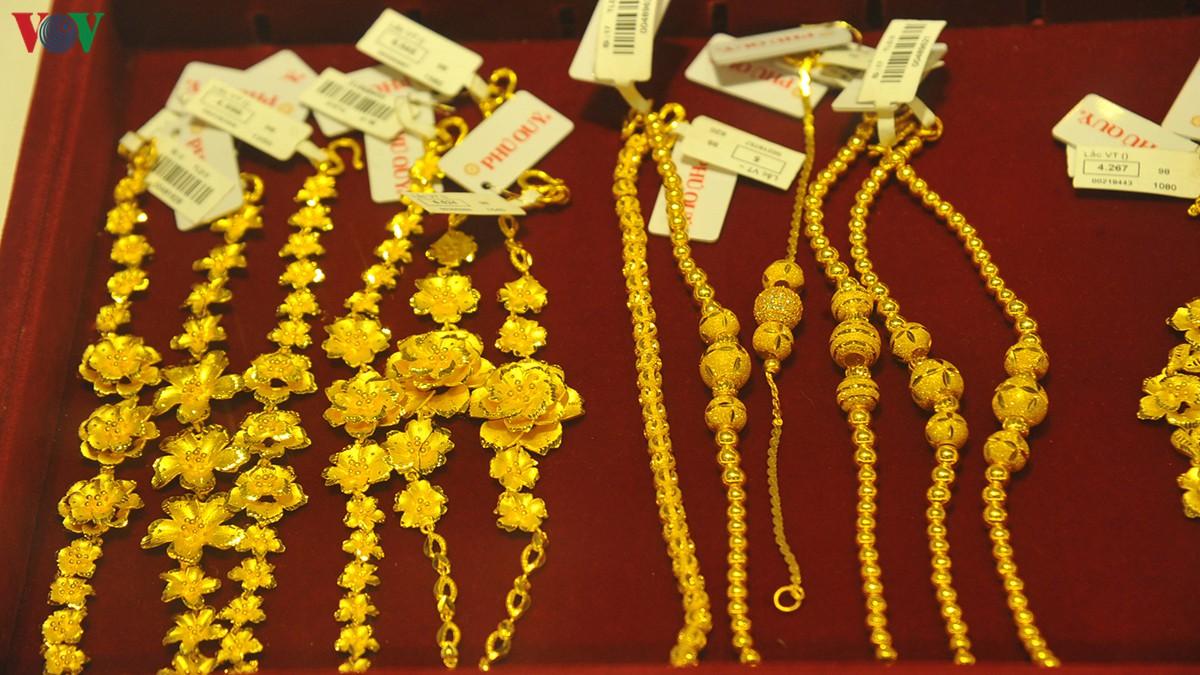 Giá vàng trong nước tiếp tục tăng - Hình 1