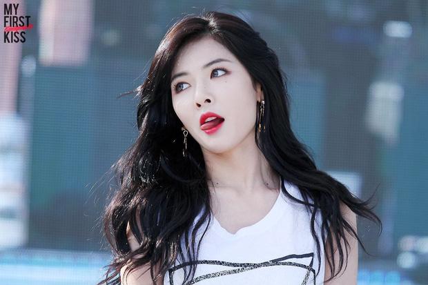 Hội idol debut nhiều đến hết cả thanh xuân: Kang Daniel hay Mino (WINNER) cũng đều phải chào thua kỉ lục của nữ hoàng gợi cảm Kpop - Hình 1