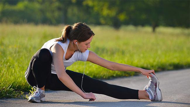 Tập thể dục lúc sáng sớm rất tốt nhưng đừng dại mắc 6 lỗi nguy hiểm này vì sẽ làm sức khỏe yếu thêm - Hình 1