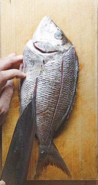 Cách rán cá không bị bắn dầu mỡ và sát chảo - Hình 1